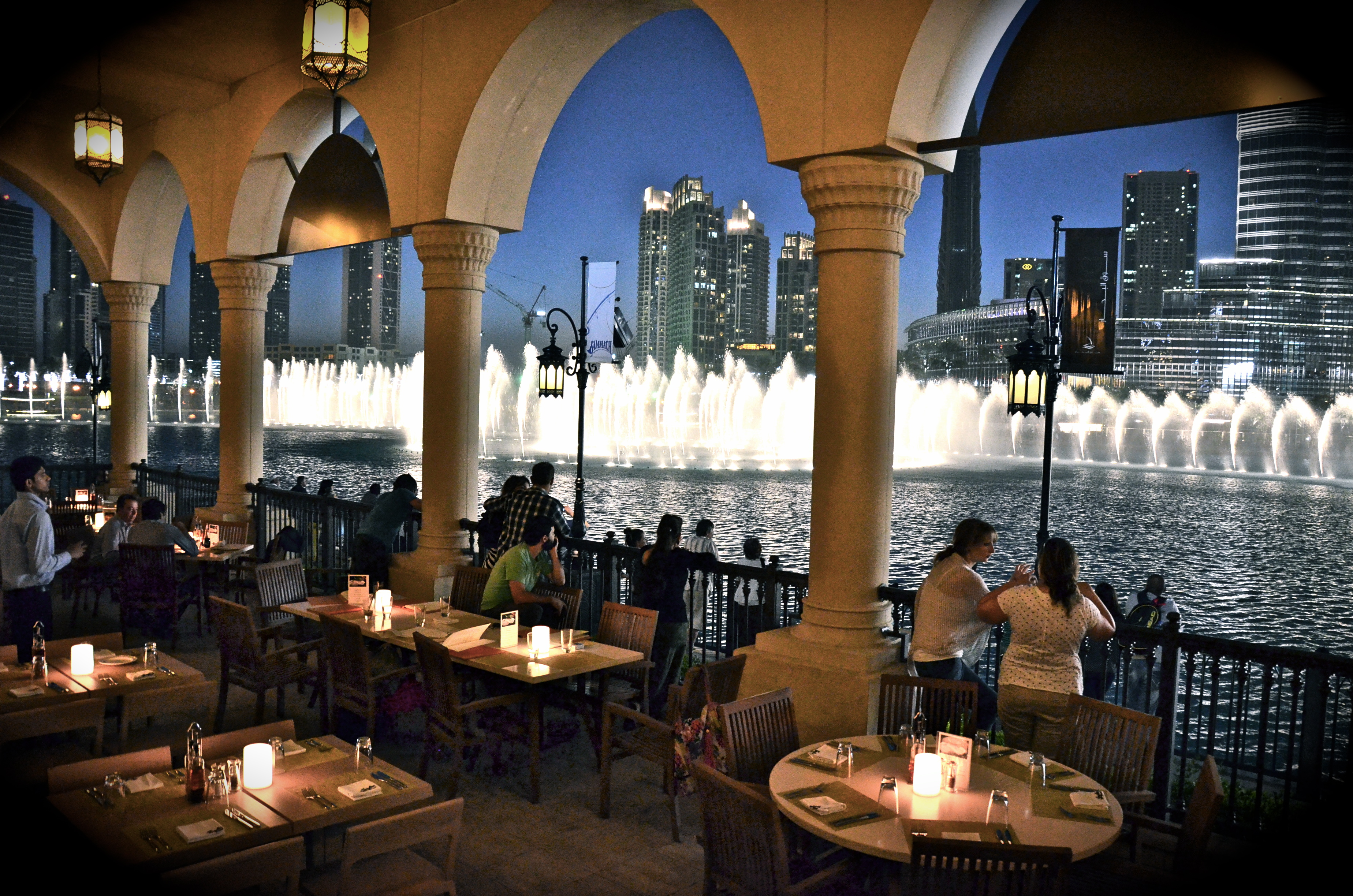 Serafina Diners Enjoy The Dancing Fountain Moment